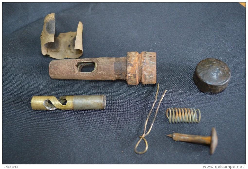 564 002 rare allumeur bois grenade guidetti